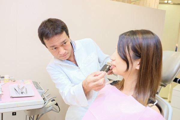 出っ歯をセラミック矯正で治療