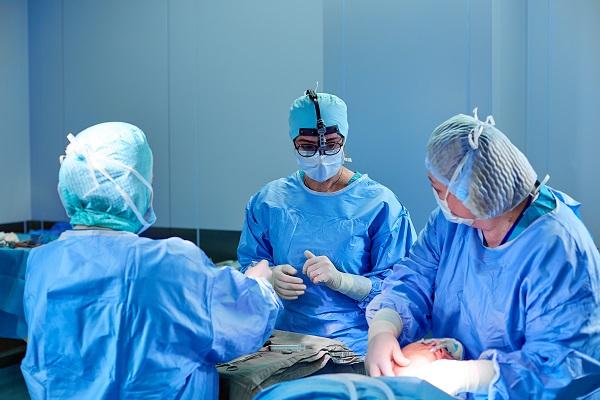 美容整形外科手術による出っ歯治療
