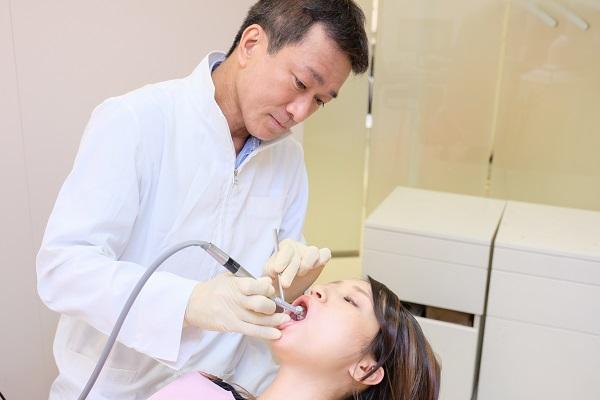 セラミック矯正によるガミースマイル治療
