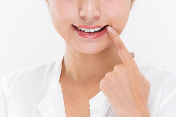 骨や歯並びが原因によるガミースマイル