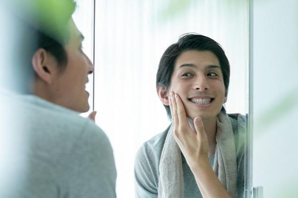 口臭予防にも効果的な男性向けホワイトニング