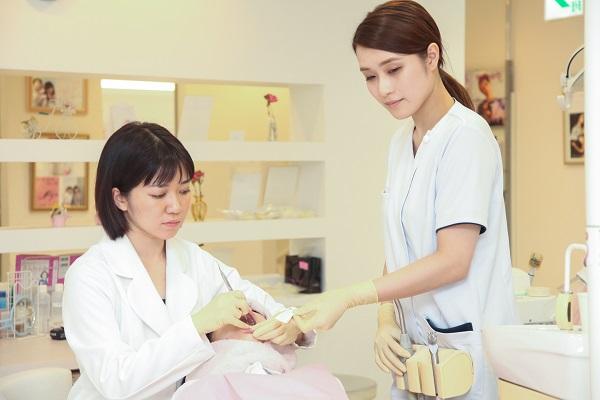 歯の神経の処置とセラミック矯正について