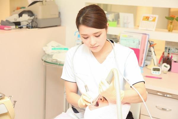 デュアルホワイトニングの診療風景