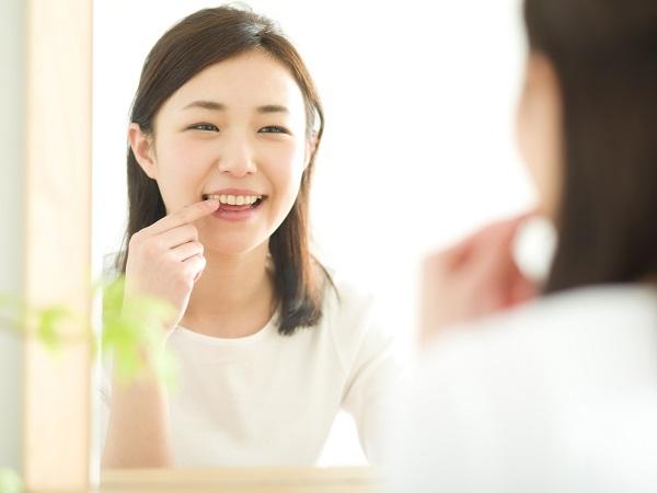 セラミック矯正による空隙歯列(すきっ歯)治療